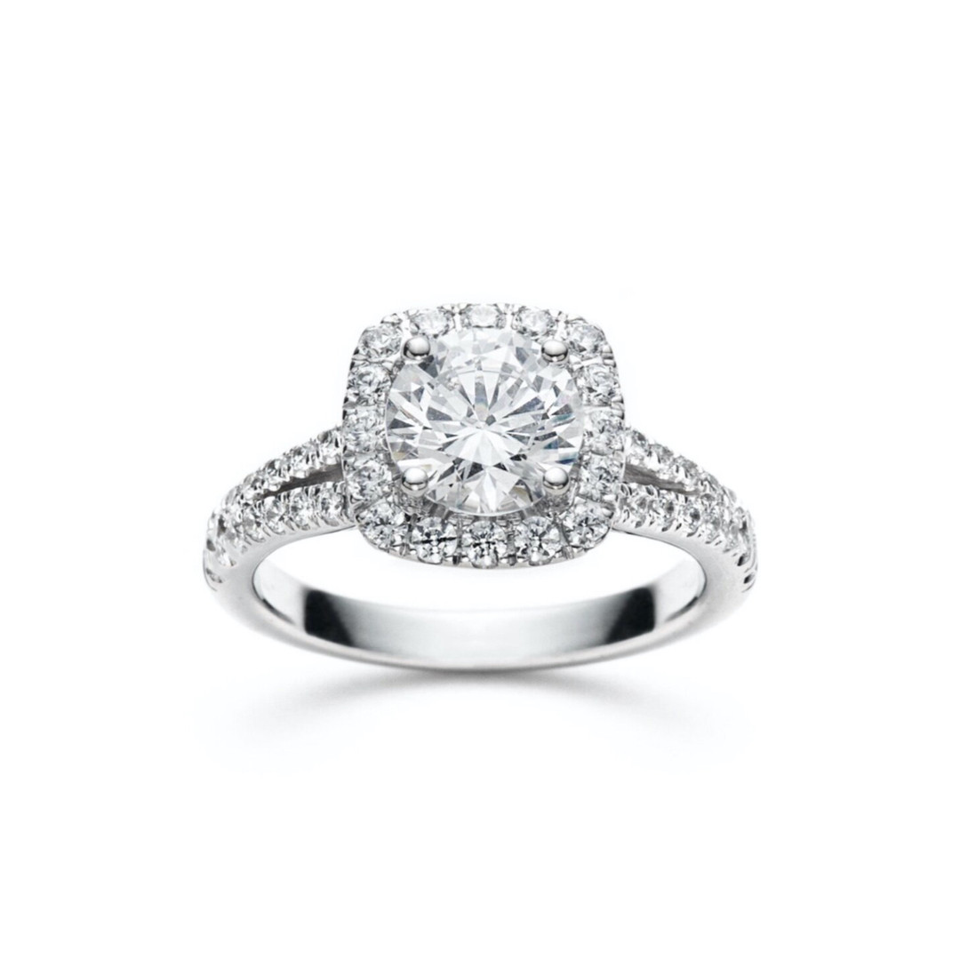 Lia Round Diamond Split Shank Halo Engag