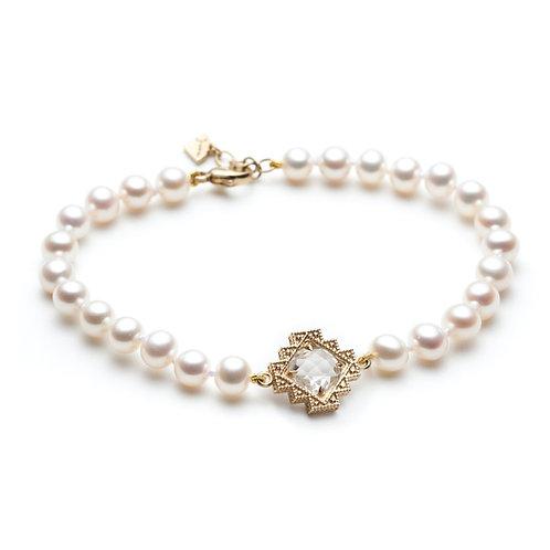 White Topaz Motif Pearl Bracelet in Yellow Gold