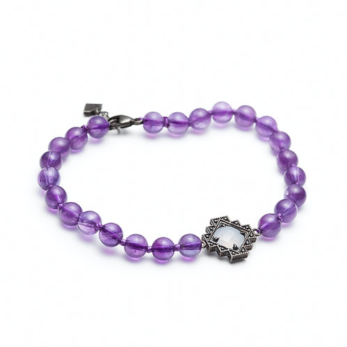 Chalcedony and Amethyst Motif Beaded Bracelet In Sterling Silver