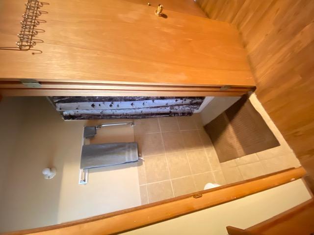 Cabin 3, Speakers Cabin Bathrooms