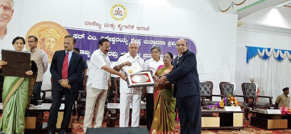 Shri Vasant Ranka ji receiving award from Chief Minister Shri Yediyurappa Ji