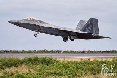44_F-22A_04-4062_HH_199FS_Takeoff.jpg