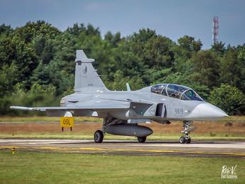 JAS-39D Gripen 9819.jpg