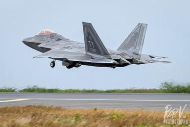 43_F-22A_04-4080_TY_199FS_Takeoff.jpg