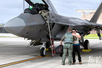32_F-22A_Pilot_Crewchief.jpg