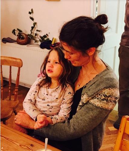 mother child reaction crying parenting tamper tantrums