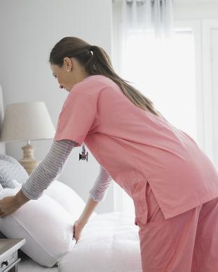Главная медсестра внесения кровати