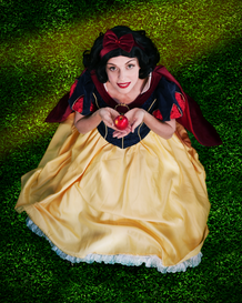 snow white looking up.png