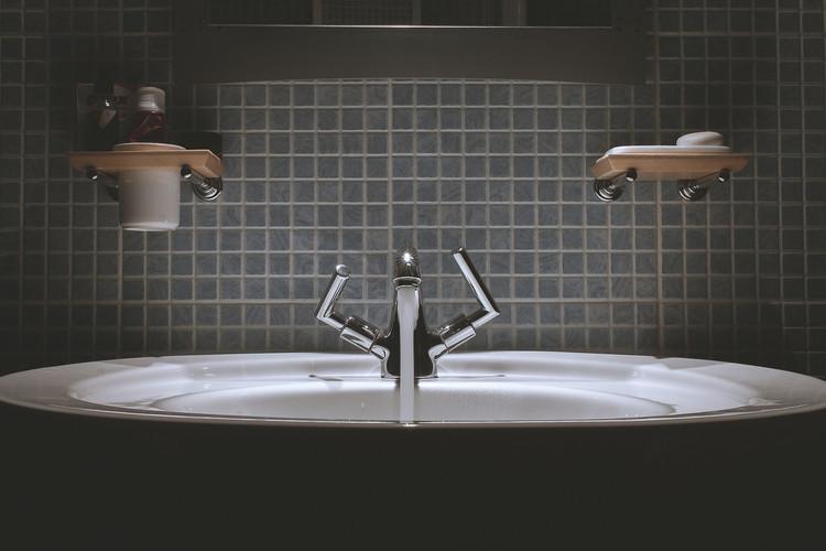 bathroom-690774_1920.jpg