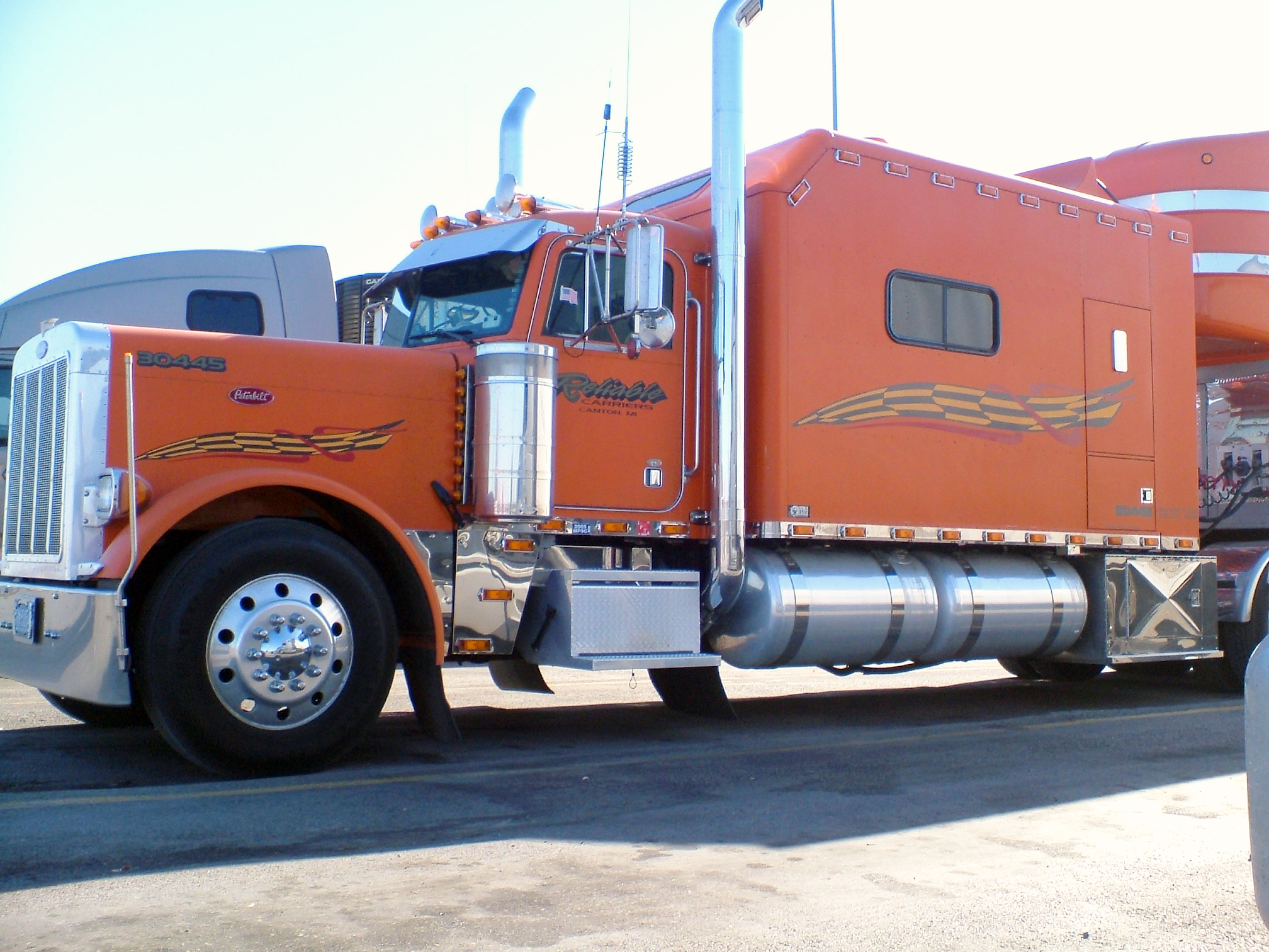 Custom build Peterbilt truck, not mine :(