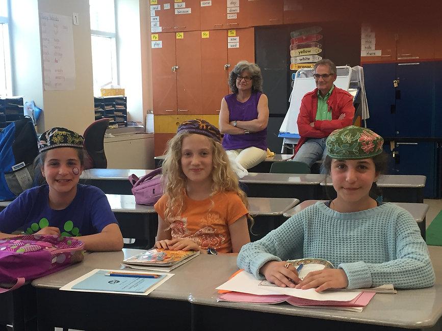 kids in class grade 4