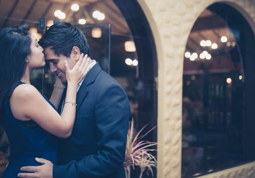 Romantischer Bräutigam, pragmatische Braut