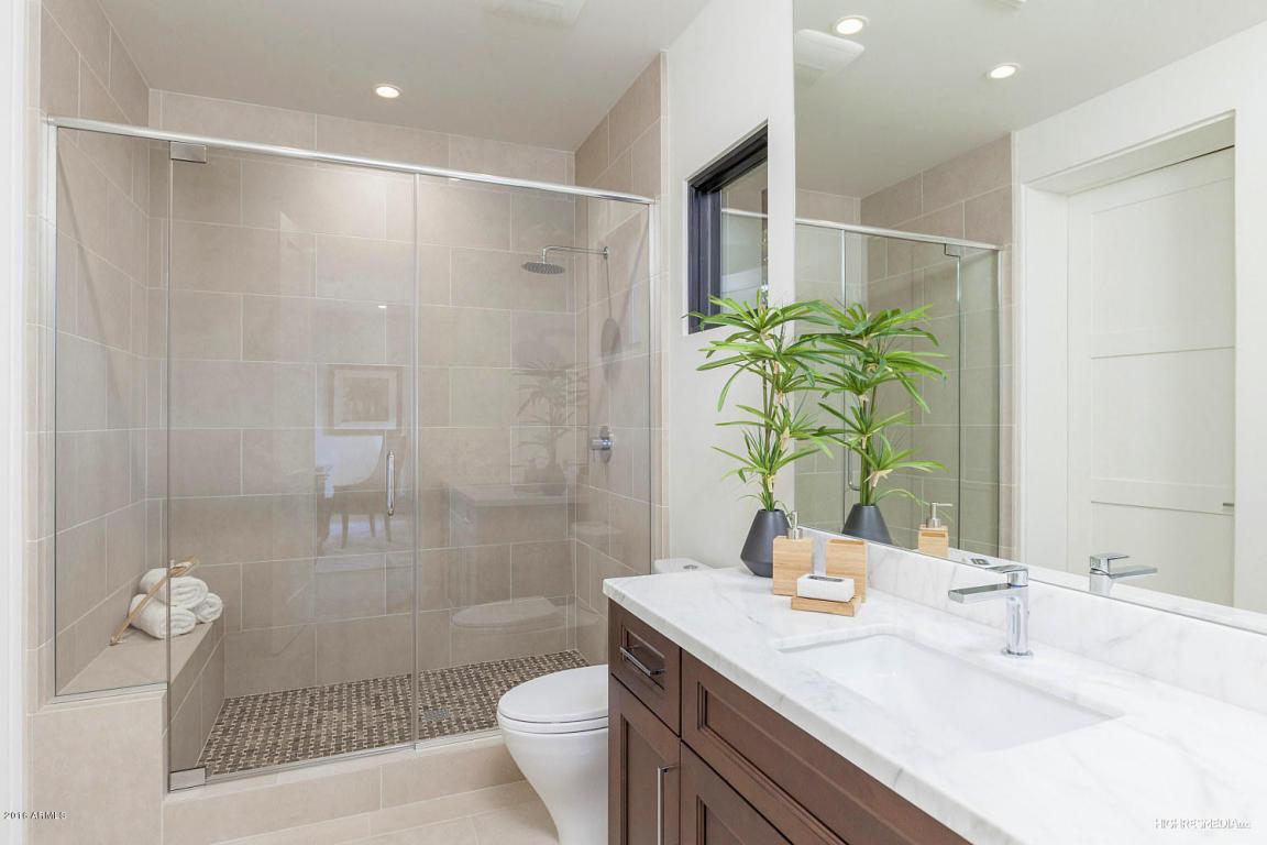 73rd - Office Bath