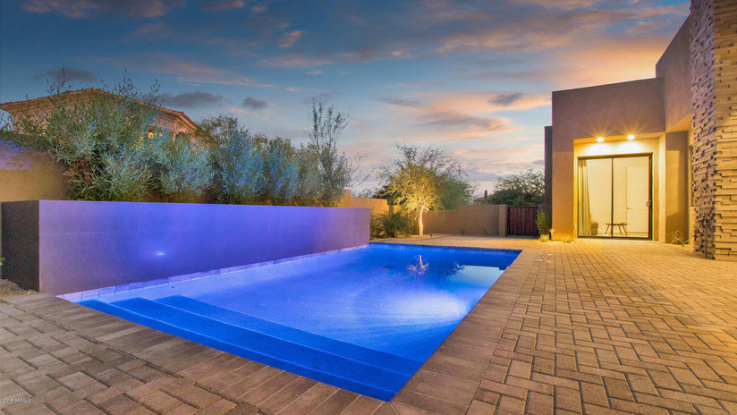 Bernell - Pool & View