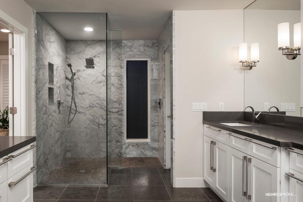 Hillis - Bathroom