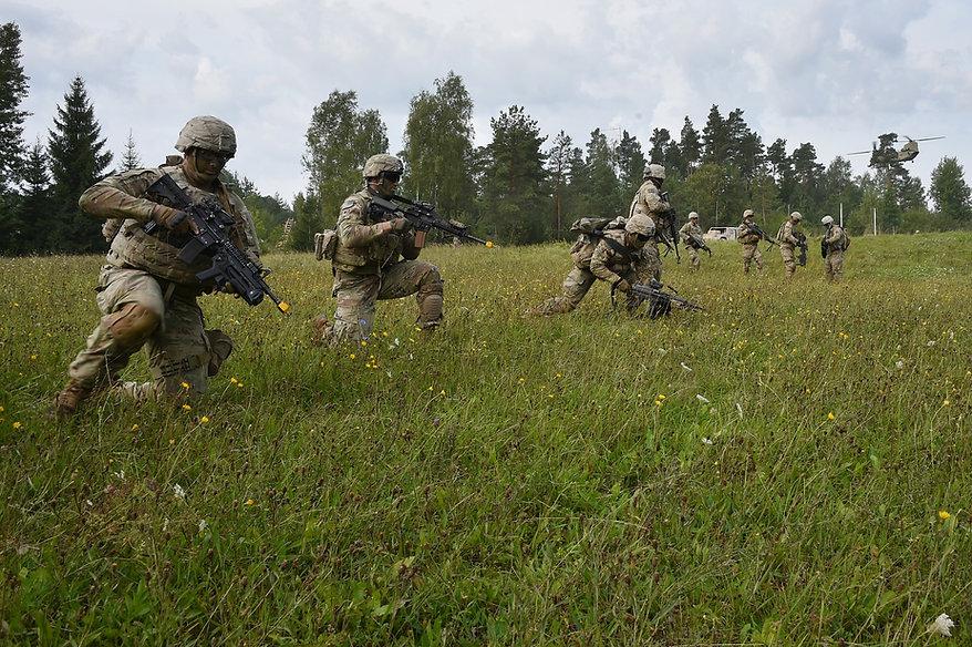 soldiers-2679102_1920.jpg