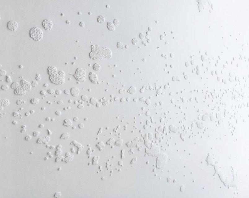Splash, Perforations sur papier (détail)