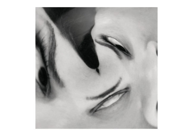 Meus olhos que tudo enxergam insistem no mistério de nada me dizerem.  Eu preciso me esforçar para sacar os olhares, as ressacas e dissimulações.  Os olhos que estão fora em meu corpo, estes são meros acessórios, passíveis a deixarem de existir em sua funcionalidade primária.  Os olhos a que me refiro são os de dentro,  são os que enxergam e nem tudo me mostra,  pois sabem que a minha consciência tem estômago para lidar com a universalidade.  Os olhos da consciência têm um trato com a inconsciência.  Ignorar este limite é abrir o sétimo selo.