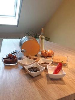 Zutaten für das Kürbis-Aprikosen-Chutney