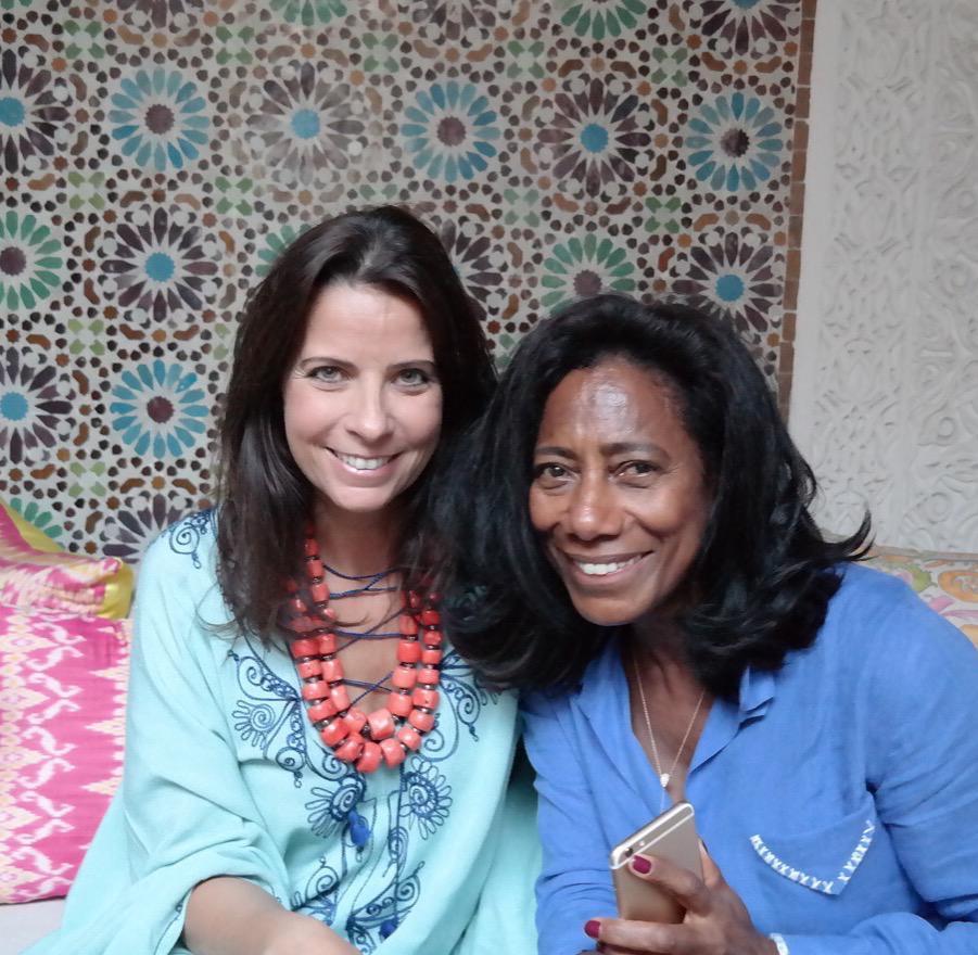 Gloria Maria, como hospede de Adriana, no Riad Nour, e também a entrevistando para o Globo Reporter.