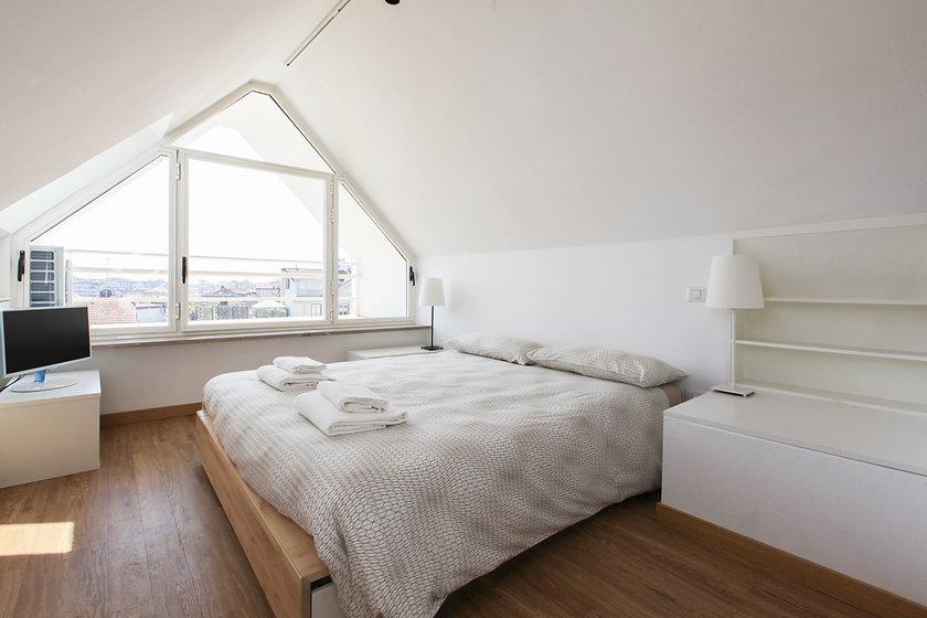 IMG_0044 bed.jpg