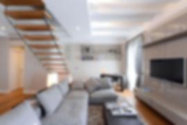 casa-su-due-piani-divano-ad-angolo-parap