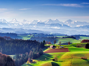 Lueg im Emmental, Aussicht Emmental und Alpenkette.jpeg