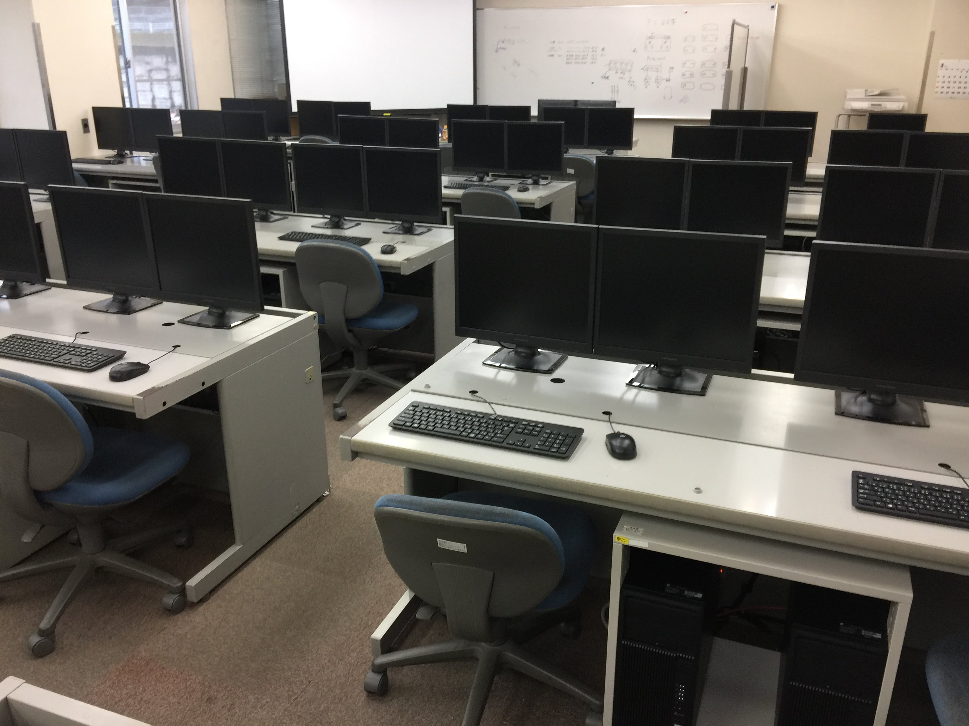 大学パソコン教室構築