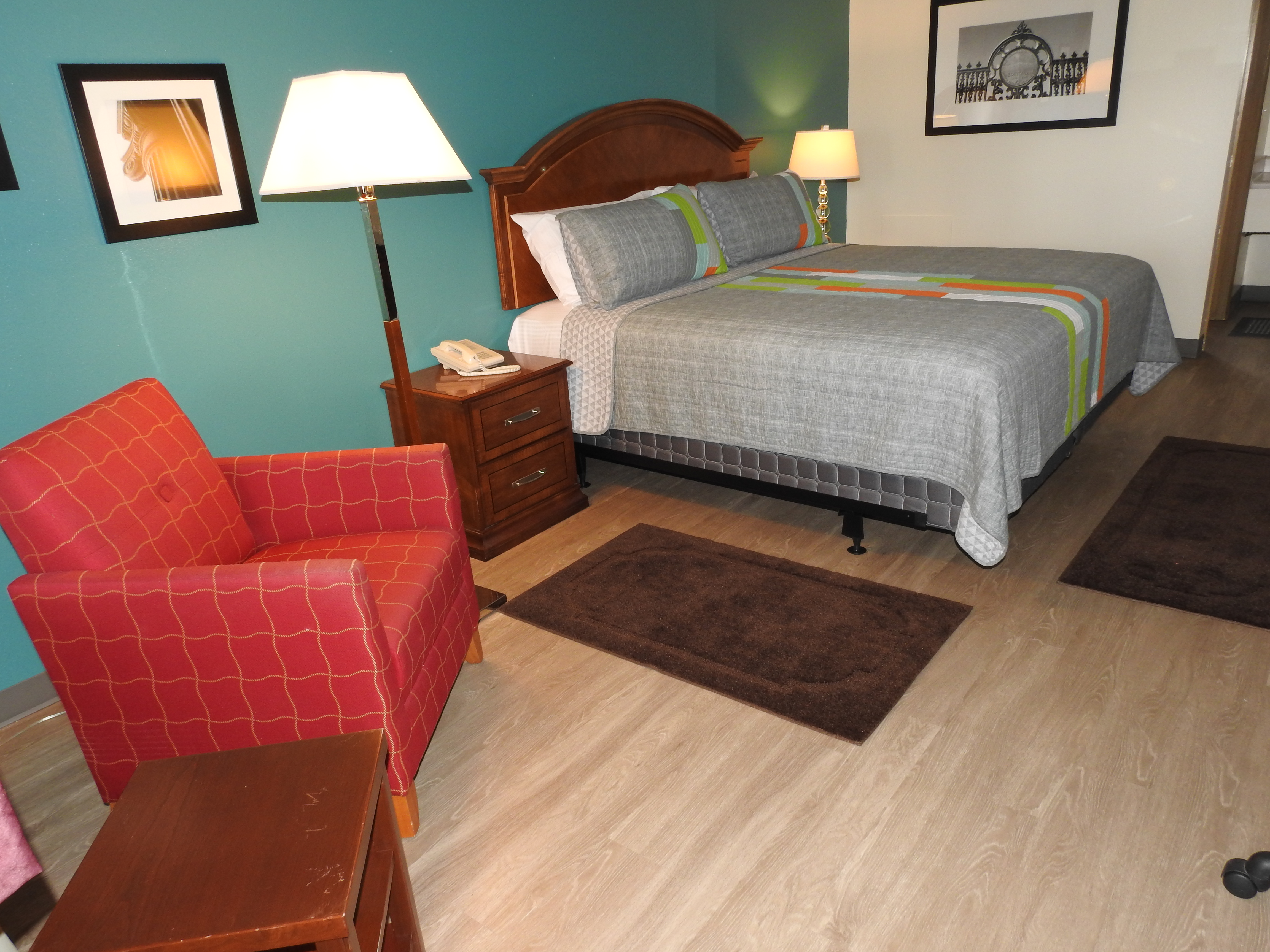 Single King bed room