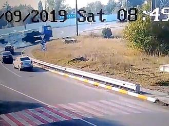 З вантажівки випала цегла під час руху