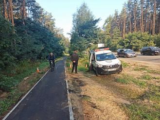 В разі проїзду автомобілів по доріжці між Ірпенем та Києвом - повідомляйте Муніципальну варту!