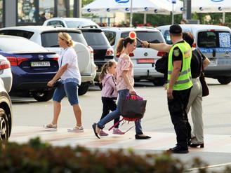 В Ірпені муніципальна варта допомагає переводити дітей, які прямують до школи