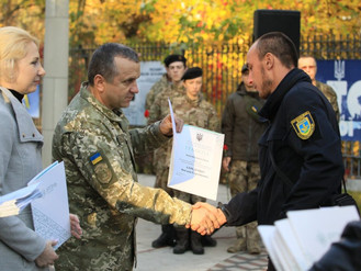 Інспектора Муніципальної варти нагородили з нагоди Дня захисника України