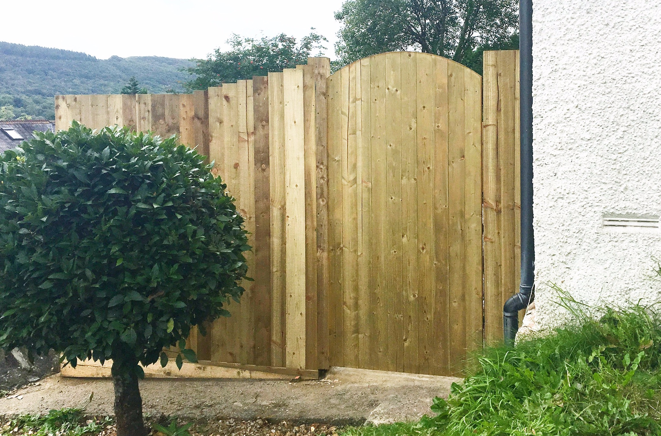 Fence & Gate by Helping AND in Pontardaw