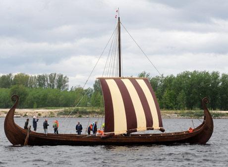Pa-Daugavu-celo-2