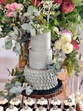 Earthy Wedding Cake.jpg