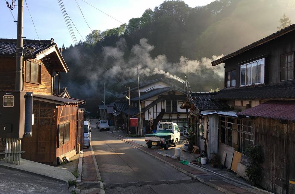 新潟 山北 薪ストーブ 雪 煙突