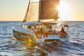 catamara al atardecer paseos en barco ibiza