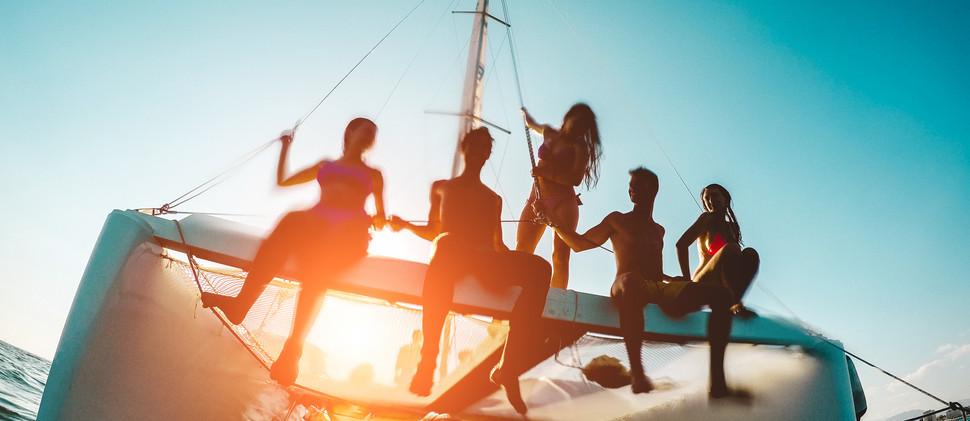 paseo en barco al atardecer ibiza