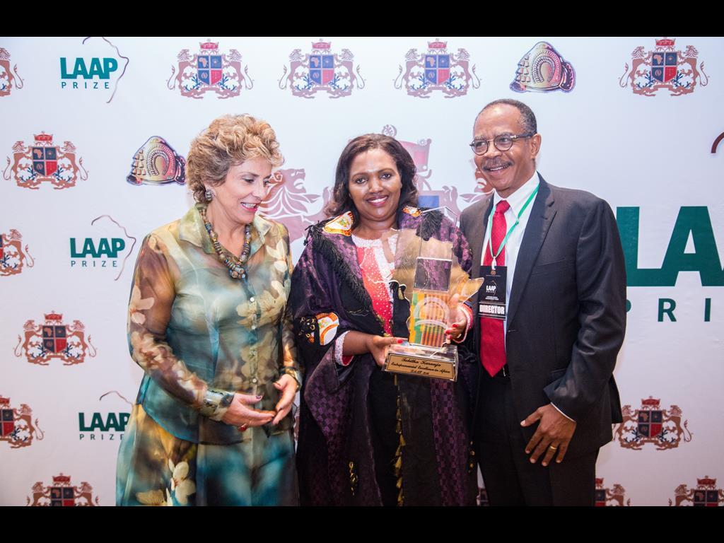 09-lifetime-africa-achievement-prize-201