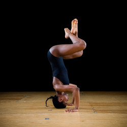 Alexis Headstand