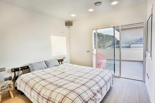 Luxury villa bedroom.jpg
