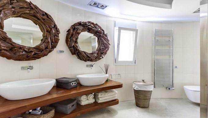 Guest's bathroom.jpg