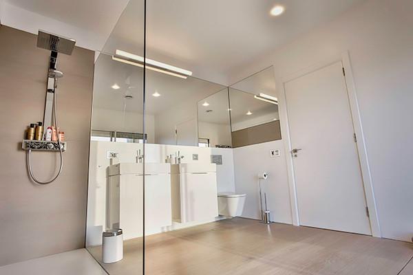 Luxury villa bathroom.jpg