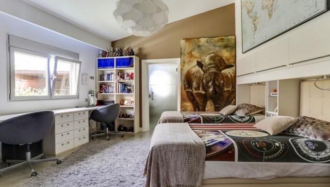 Guest's bedroom 1.jpg