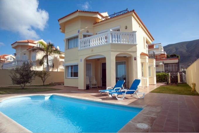 Front line villa in Los Cristianos.jpg