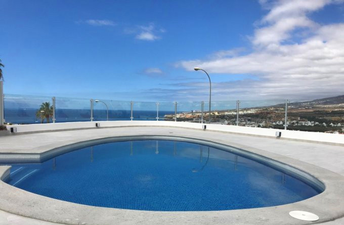The pool with sea view.jpg