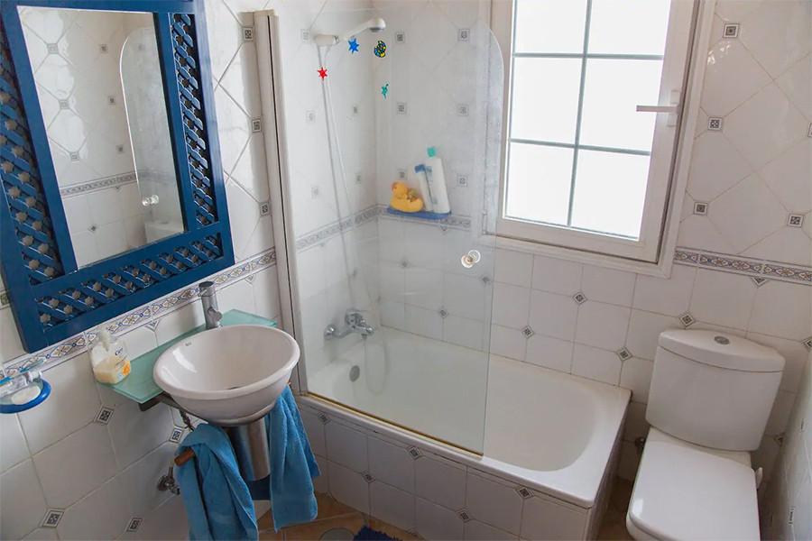 bethroom 2.jpg