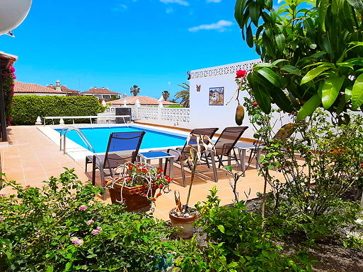 Detached villa with private swimming pool for sale in Amarilla Golf
