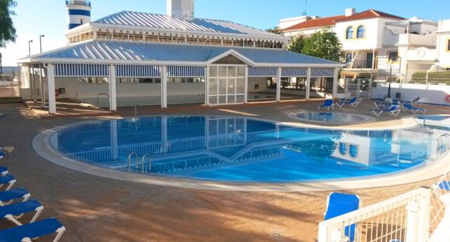 El Faro - la piscina.jpg